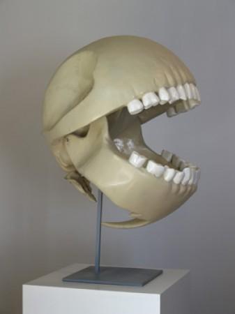 Cráneo de Pac-Man hecho con resina