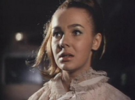Alicia Bonet escuchando al viento que tiene miedo.