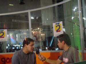 Reggie siendo entrevistado!