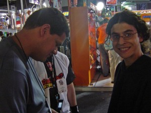 Reggie firmando para Ociotakus, AleieX no lo puede creer!