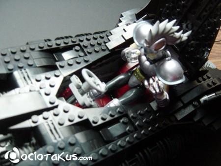 Hidra tratando de usar el batimovil... sin éxito...