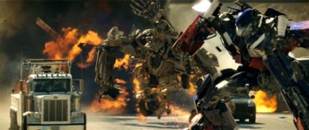 Explosiones por doquier, robots gigantes, mucha velocidad...