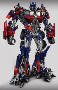 Optimus Prime con todo y llamas en el chasis